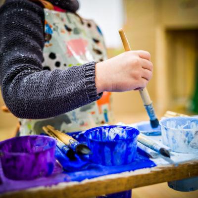 activités peinture pour enfants à l'Atelier du Sardier à Cunlhat en Auvergne