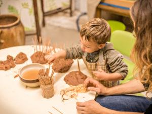 activité arts plastiques pour enfants à l'Atelier du Sardier à Cunlhat en Auvergne